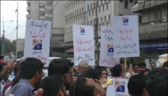 Protests In Various Cities Against Putting Geo News On Last Numbers