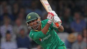 Pakistan Against England 152 Loss Of 5 Wickets In 340 Overs Sarfraz Ahmed 79