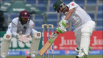 Second Test Younis Khan Makes 33th Century
