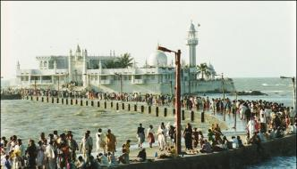 Mumbai Now Women Devotees May Visit Dargah Haji Ali