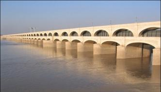Sukkur Barrage Canals Cleaning Drinking Water Crisis