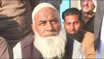 Liaquat Ali Mardan Baba Eats Like Stones