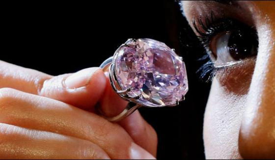 London 59 Carat Unique Pink Diamond Displaying For Auction
