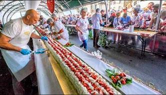 World Longest Strawberry Cake In France
