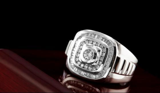 United Kingdom 13 Rupees Ring Made Millionaire Mistress