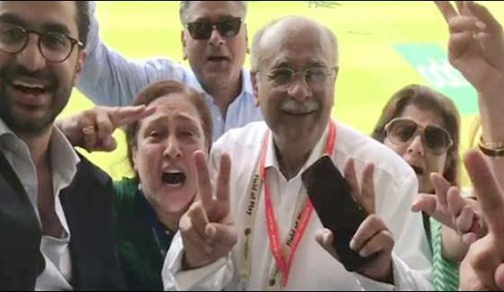 Najma Sethi And Shahzeb Khanzada Celebration At Oval Ground