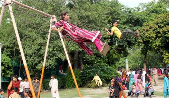 Multan Swinging On Swings On Eid Parks