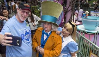 Man Visits Disneyland Every Day For 2000 Days