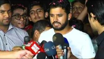 Cricketer Azhar Alis Great Welcome To Reach Lahore