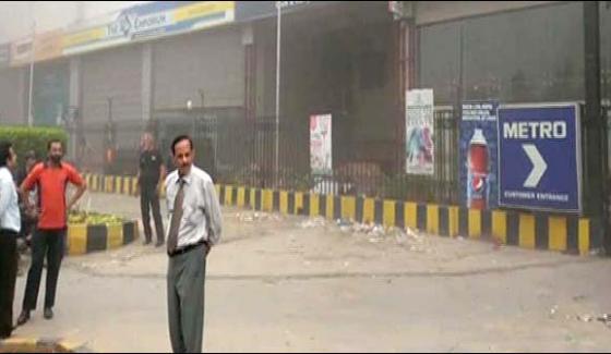 Fire Erupts In Super Market Near Shahrah E Faisal In Karachi