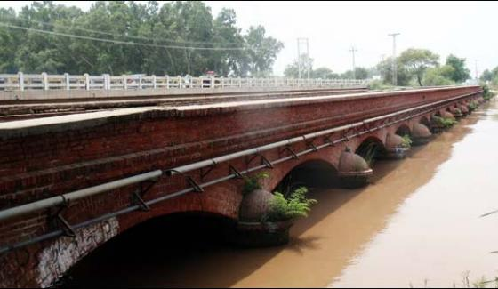The Middle Part Of The Lower Chenab Canal Bridge In Hafizabad Is Broken