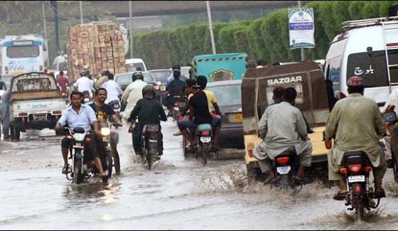 After Rain Karachi Streets Gets Flooded With Water