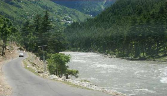 Passenger Van Plunges In To River 5 Killed 2 Injured