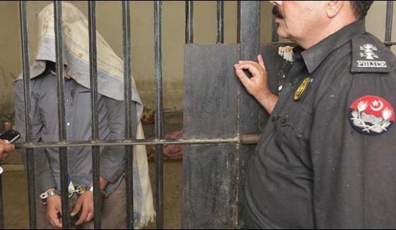 Karachi Mobile Phone Snatcher Policeman Arrested From Tariq Road