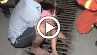 Firefighters Free Girls Leg Stuck In Sewage Cover In Chinas Guizhou