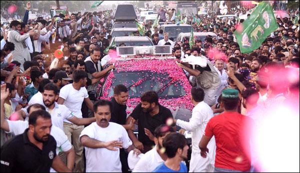 Nawaz Sharifs Caravan Left For Lahore