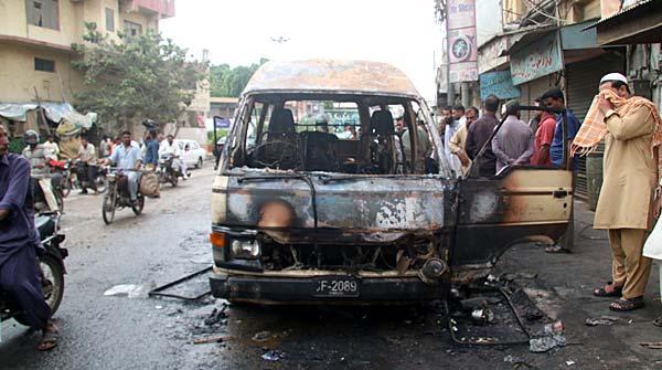 Karachi 6 People Died In Picnic Van Ablaze