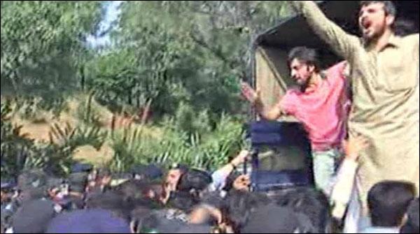 Prortest In Quaid E Azam University 70 Students Arrested