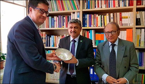 Pakistan Secretary Of Commerce Meeting With Spanish Senator