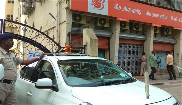 Robbers Tunnel Into Bank In Navi Mumbai Loot Valuables Worth 6 Crore From 30 Lockers