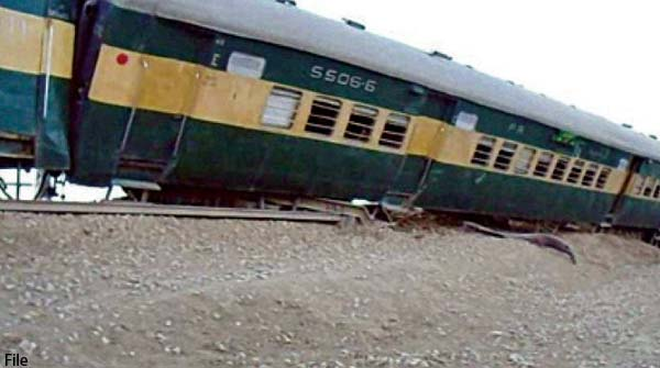 Lahore Three Train Bogies Were Slips During The Transfer Of Track