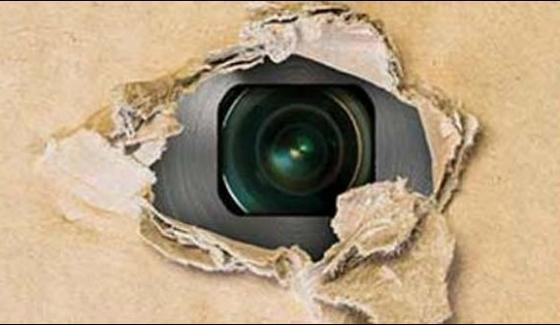 Faisalabad Hidden Camera In Trial Room Police Failed To Catch The Store Owner