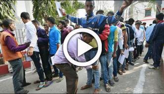 بھارت،امتحان دینےوالے طلباء پرجوتے پہننے کی پابندی