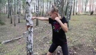 مکوں سے درخت گرانے والی 10سالہ روسی باکسر