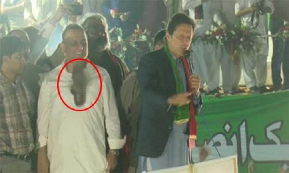 گجرات، عمران خان کے خطاب کے دوران جوتا اچھال دیا گیا