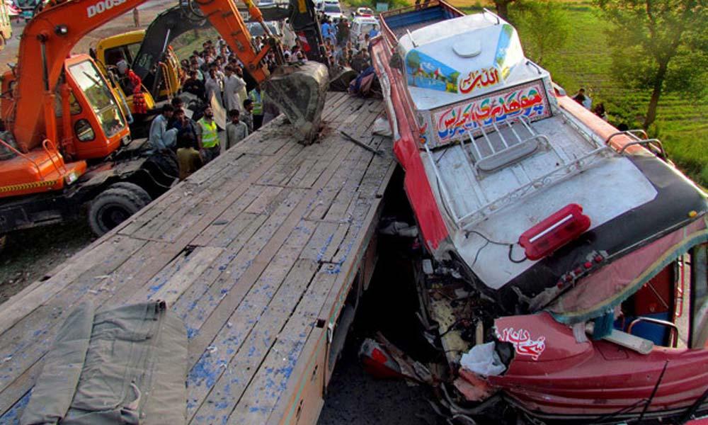 چنیوٹ؛ مسافر بس الٹنے سے 20 افراد زخمی