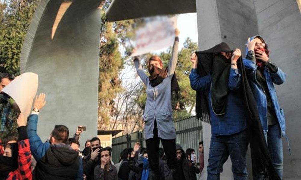 جرمن نشریاتی ادارے کو انٹرویو پر ایرانی معلم کو 18ماہ قید