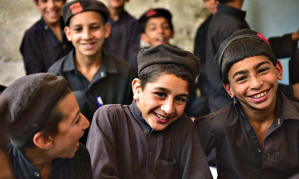 خوش رہنےکی عالمی درجہ بندی، پاکستانی بھارتیوں سے آگے