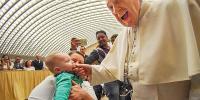 روم: شرارتی بچے نے پوپ فرانسس کی اْنگلی پر کاٹ لیا