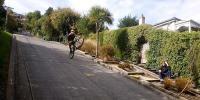 منچلے کی ڈھلوان والی سڑک پر سائیکلنگ