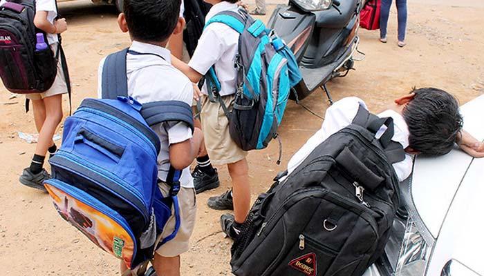 خیبرپختونخوا: بھار ی بھرکم اسکول بیگز سے نجا ت کیلئے کمیٹی قائم