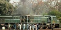 کراچی ایکسپریس کے انجن میں آگ لگ گئی