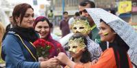 پکچر گیلری :  لاہور میں پلے آف میچ، عوامی جوش و خروش کی جھلکیاں