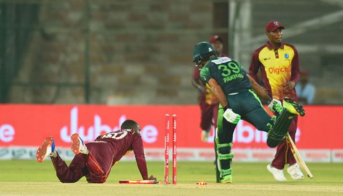 پاکستان نے 14 اوورز میں 2 وکٹ پر 126 رنز بنالئے