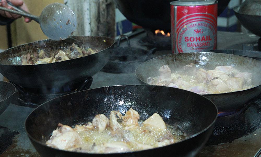 پشاور: نمک منڈی کا چرسی تکہ اور مشہور دنبہ کڑا ہی