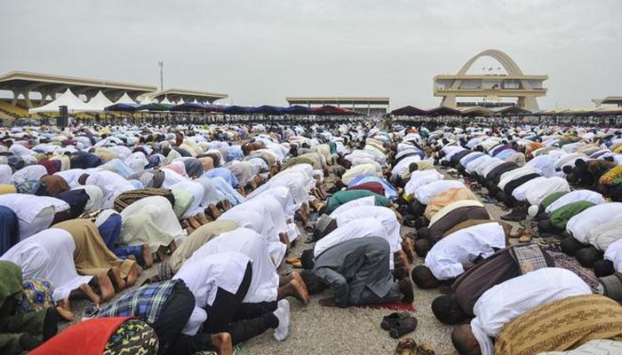 'لاؤڈ اسپیکر بند کریں ، نماز کے لیے واٹس اپ استعمال کریں'