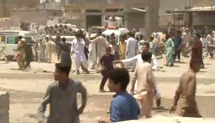 کراچی:کٹی پہاڑی کےقریب بچی کی ہلاکت پرلوگ سراپا احتجاج