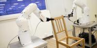 کرسیاں تیار کرنے والا دلچسپ روبوٹ تیا ر کرلیا