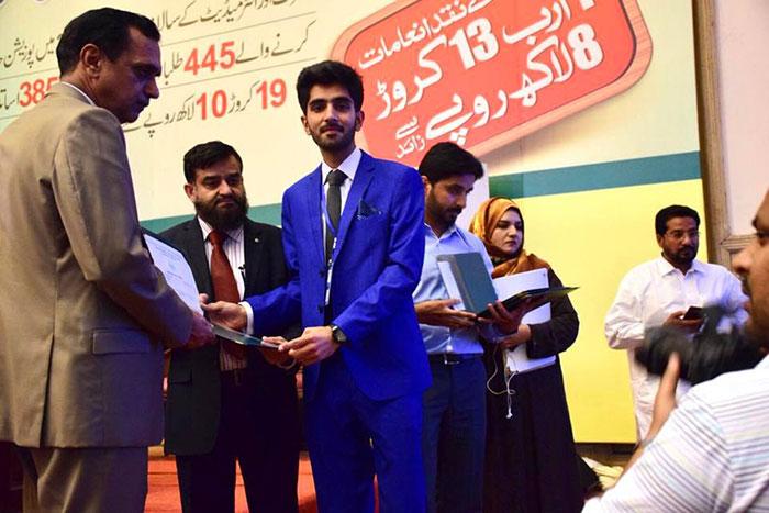 پنجاب حکومت کی پوزیشن ہولڈر طلبہ پر انعامات کی بارش