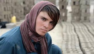 'بچہ پوشی' کی زندگی گزارنے والی افغان لڑکی