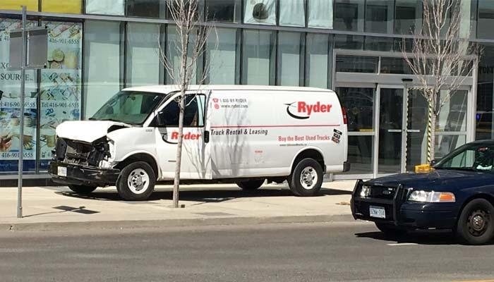 ٹورنٹو میں وین کی ٹکر سے 10 راہ گیر زخمی