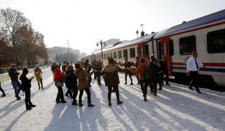 ترکی میں دلوں کو جوڑنے والی ریل گاڑی چل پڑی