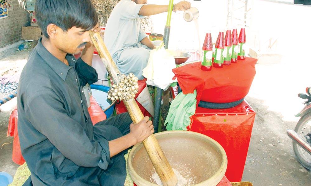 گرمی کا توڑ،  سندھ کا من پسند مشروب ''شربتِ تھادل''