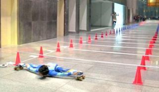 13 سالہ بھارتی بچی کا لمبو اسکیٹنگ کا شاندار مظاہرہ