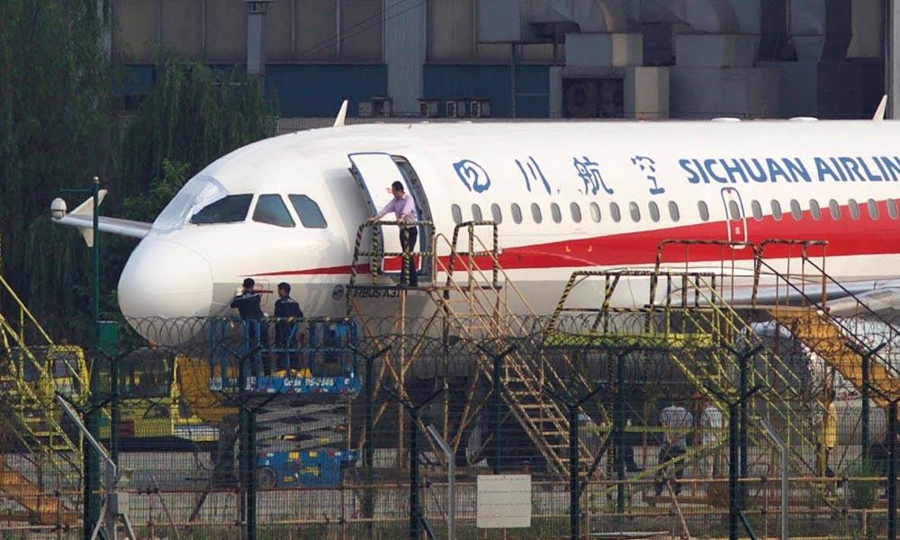 32 ہزار فٹ کی بلندی پر مسافر طیارے کی ونڈ اسکرین ٹوٹ گئی