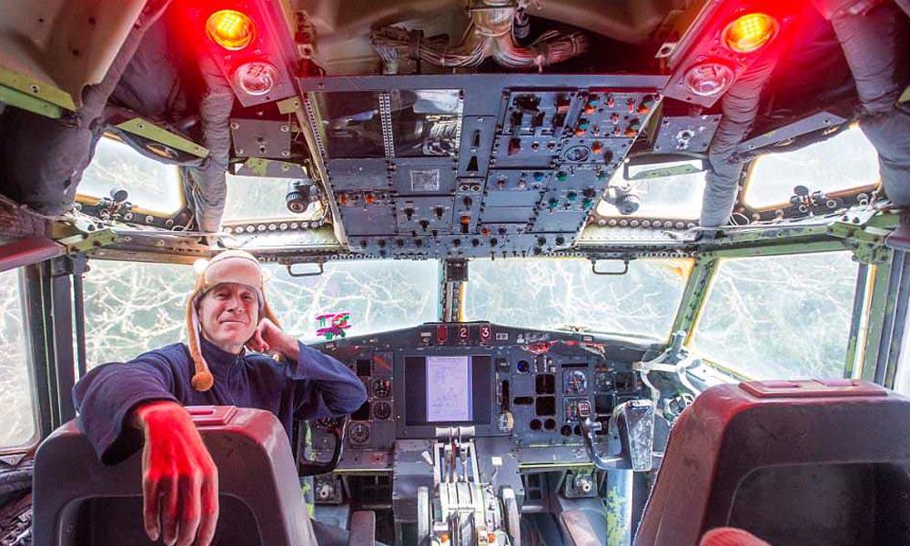 ریٹائرڈیونانی انجینئر نے ناقابل استعمال جہاز کو گھر بنا لیا